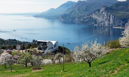Informazioni, orari e costi dei biglietti per arrivare sul Monte Baldo con la funivia Malcesine Monte Baldo.